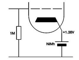 Катодное смещение с помощью перезаряжаемого аккумулятора,   работающего на малом токе